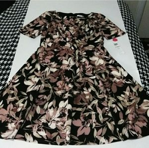 NWT London Style Abstract Leaf/Floral